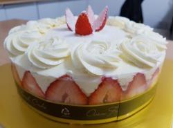 친구의 부탁으로 만든 딸기생크림케이크와 딸기치즈케이크